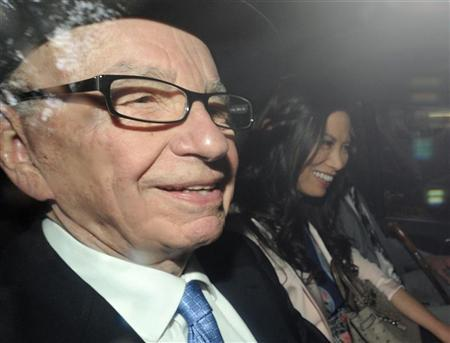 News Corporation Chief Executive and Chairman, Rupert Murdoch, smiles as he leaves with his wife Wendi after giving evidence for the second day at the Leveson Inquiry at the High Court in London April 26, 2012. REUTERS/Paul Hackett
