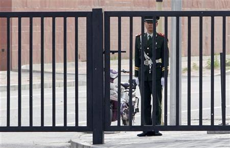 A paramilitary police officer stands guard outside the U.S. embassy in Beijing April 28, 2012. REUTERS/Jason Lee