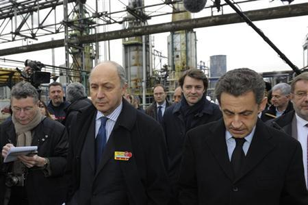 France's President Nicolas Sarkozy (R) walks with former Socialist Party prime minister Laurent Fabius (2ndL) at the oil refinery Petroplus in Petit-Couronne, near Rouen, northwestern France, February 24, 2012. REUTERS/Philippe Wojazer