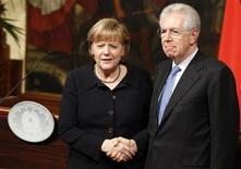 Il cancelliere tedesco Angela Merkel e il presidente del Consiglio Mario Monti il 13 marzo scorso a Palazzo Chigi, sede del governo a Roma. REUTERS/Tony Gentile
