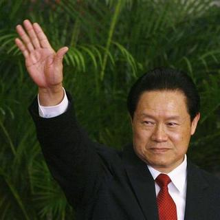 China's Politburo Standing Committee Member, Zhou Yongkang, waves to the press at the Great Hall of the People in Beijing October 22, 2007. REUTERS/Joe Chan (CHINA)