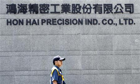 A security guard patrols at Hong Hai headquarters in Tucheng, Taipei county, June 8, 2010. REUTERS/Pichi Chuang