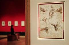"""O desenho """"os músculos do ombro, c1510-11"""", de Leonardo da Vinci, é visto na Galeria da Rainha no Palácio de Buckingham, em Londres, 30 de abril de 2012. REUTERS/Luke MacGregor"""