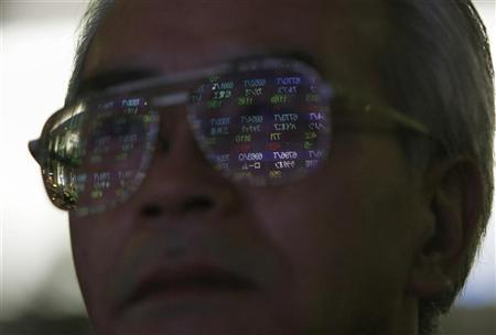 A stock quotation board is reflected on a pedestrian's spectacles in Tokyo January 29, 2008. REUTERS/Issei Kato/Files