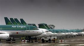<p>Etihad Airways est entrée à hauteur de 2,987% du capital d'Aer Lingus, la compagnie aérienne basée à Abou Dhabi poursuivant ainsi son implantation sur le marché européen. /Photo d'archives/REUTERS/Paul McErlane</p>