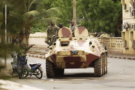 Malian military junta troops who carried out a coup in March guard a street after renewed fighting in the capital Bamako May 1, 2012. Forces of Mali's ruling military junta battled troops loyal to ousted president Amadou Toumani Toure in several parts of the capital Bamako for a second day on Tuesday, forcing residents to flee their homes. REUTERS/Adama Diarra