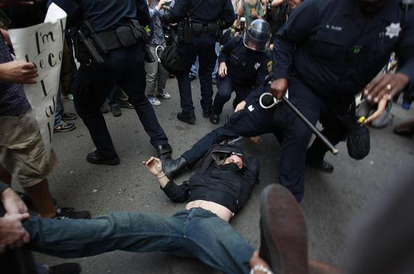 Occupy demonstrators clash with Oakland police during May Day protest in Oakland, May 1, 2012. REUTERS-Stephen Lam