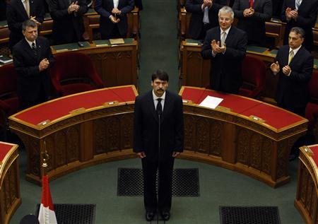 Hungary's newly elected president, Janos Ader (C), takes his oath of office in parliament in Budapest May 2, 2012. REUTERS/Bernadett Szabo