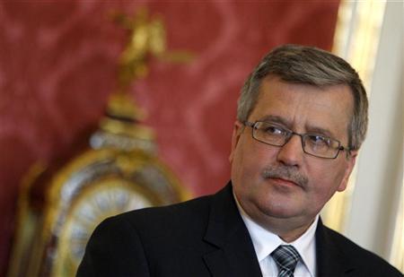 Poland's President Bronislaw Komorowski attends a press statement during a working visit in Budapest, March 22, 2012. REUTERS/Bernadett Szabo