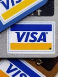<p>Visa a fait état d'une hausse plus marquée de son bénéfice trimestriel que prévu, les consommateurs ayant réglé davantage de dépenses avec des cartes de crédit. Le résultat net des trois premiers mois de l'année calendaire, le deuxième trimestre de l'exercice fiscal 2011-2012 de Visa, est ressorti à 1,29 milliard de dollars, contre 811 millions de dollars il y a un an. /Photo d'archives/REUTERS/Chip East</p>
