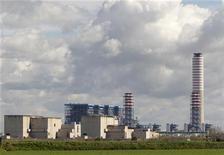 Электростанция компании Enel в центральной Италии, 18 марта 2011 г. Подконтрольная итальянской Enel российская генерирующая компания ОГК-5 сократила чистую прибыль в первом квартале текущего года на 2,4 процента после падения цен на свободном рынке. REUTERS/Giampiero Sposito