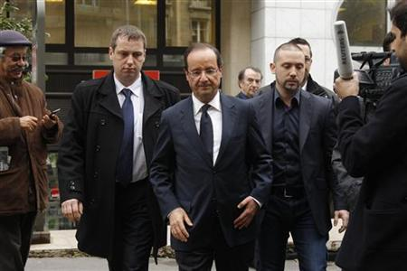 Francois Hollande (C), Socialist party candidate for the 2012 French presidential elections, leaves after an interview at the France Inter radio station studios in Paris May 3, 2012. REUTERS/Benoit Tessier