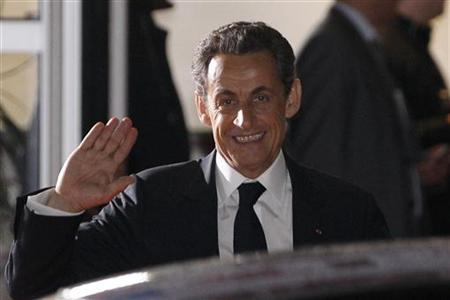 Nicolas Sarkozy, France's President and UMP party candidate for his re-election, waves as he leaves after a televised debate at studios in La Plaine Saint-Denis, near Paris, May 2, 2012. REUTERS/Gonzalo Fuentes