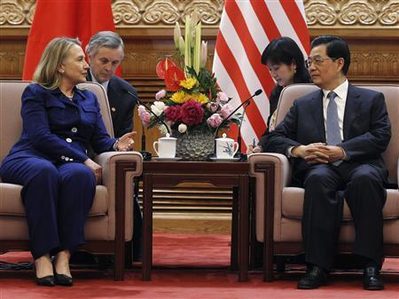 U.S. Secretary of State Hillary Clinton (L) speaks with China's President Hu Jintao speaks at the Great Hall of the People in Beijing, May 4, 2012. REUTERS/Shannon Stapleton