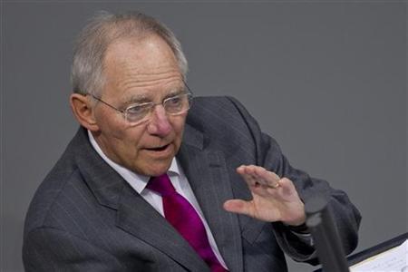5月4日、ショイブレ独財務相は、次期ギリシャ政権は、同国政府がEU・IMFに対し履行を確約した支援条件を順守しなければならないと発言。順守しない場合、同国は「その結果責任を負う」ことになると警告。写真は下院議会で。3月撮影(2012年 ロイター/Thomas Peter)