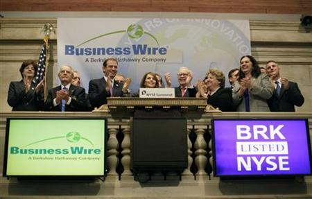 Cathy Baron Tamraz, (C) president and chief executive officer of Business Wire, and Berkshire Hathaway Chairman Warren Buffett (Center-Right) ring the opening bell with guests at the New York Stock Exchange September 30, 2011. REUTERS/Brendan McDermid