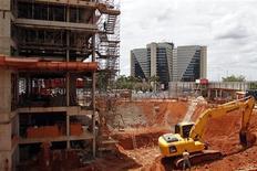 Obras de construção de um novo hotel para atender à crescente demanda esperada para a Copa do Mundo de 2014, em Brasília, em março. 08/03/2012 REUTERS/Ueslei Marcelino