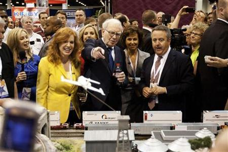 Warren Buffett tours the trade show floor during the Berkshire Hathaway Annual shareholders meeting in Omaha, May 5, 2012. REUTERS/Lane Hickenbottom