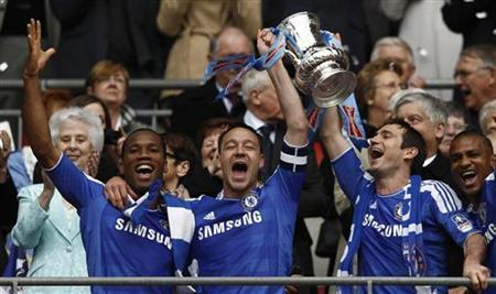 Chelsea's players lift the cup after their FA Cup final soccer match against Liverpool at Wembley Stadium in London, May 5, 2012. REUTERS/Eddie Keogh