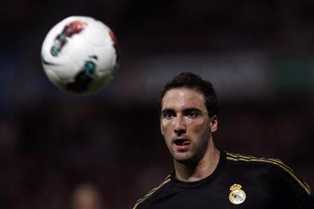 Real Madrid's Gonzalo Higuain of Argentina tries to control the ball during their Spanish First Division soccer match against Granada at Los Carmenes stadium in Granada May 5, 2012. REUTERS/Jon Nazca