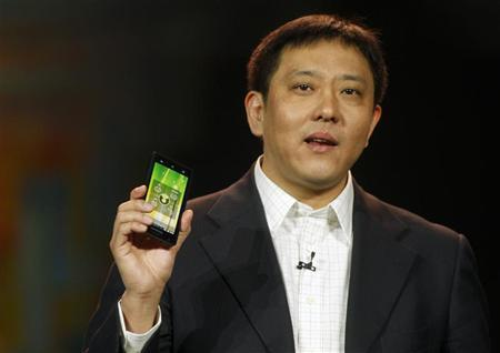 Liu Jun, Lenovo senior vice president and president of Mobile Internet and Digital Home, introduces the Lenovo K800 smart phone, based on Intel technology, during a keynote address by Paul Otellini, president and CEO of Intel Corporation, at the 2012 International Consumer Electronics Show (CES) in Las Vegas, Nevada, January 10, 2012. REUTERS/Steve Marcus