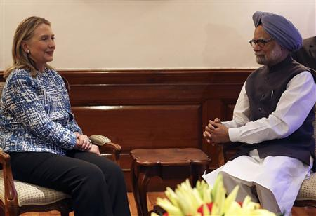 U.S. Secretary of State Hillary Clinton speaks with India's Prime Minister Manmohan Singh during their meeting in New Delhi May 7, 2012. REUTERS/Harish Tyagi/Pool