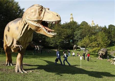 People visit the World of Dinosaurs exhibition at Pechersk Landscape Park in Kiev September 10, 2010. REUTERS/Gleb Garanich/Files