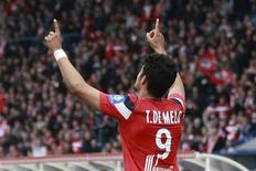 Tulio de Melo, do Lille, celebra seu gol contra o Caen durante a partida da Ligue 1 francesa no Estádio Villeneuve d'Ascq, 7 de maio de 2012. REUTERS/Jean-Yver Bonvarlet