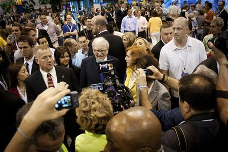 Warren Buffett is surrounded by the media, security and shareholders during the Berkshire Hathaway Annual shareholders meeting in Omaha, May 5, 2012. REUTERS/Lane Hickenbottom