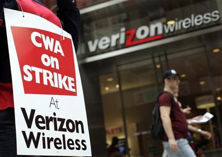 File photo of a striking Verizon worker in front of a Verizon wireless store in New York, August 15, 2011. REUTERS/Brendan McDermid
