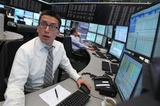 Un operatore di borsa REUTERS/Alex Domanski