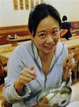 Foto da correspondente da Al Jazeera Melissa Chan na sucursal da China, em Pequim. A sucursal em Pequim de seu canal em inglês depois que autoridades chinesas rejeitaram a renovação do visto da sua correspondente, no que representa na prática a primeira expulsão de um jornalista estrangeiro na China em mais de uma década. 08/05/2012 REUTERS/Jason Lee