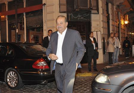 Mexican tycoon Carlos Slim arrives at a restaurant in the Buenos Aires' neighborhood of San Telmo May 4, 2012. REUTERS/Martin Quintana