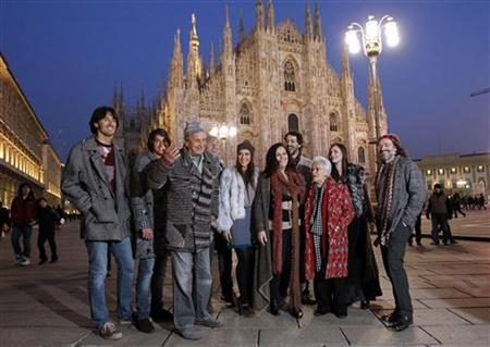 Italian designers Ottavio Missoni (3th L) and his wife Rosita (4th L) pose with the Missoni family in Duomo square during the showcase of their Fall/Winter 2010/11 Men's collection in downtown Milan January 15, 2010. REUTERS/Alessandro Garofalo