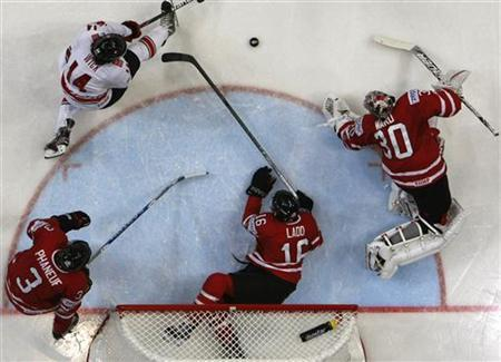 Canada's goalkeeper Cam Ward (R), Andrew Ladd, and Dion Phaneuf defend their net as Switzerland's Roman Wick tries to score during their 2012 IIHF men's ice hockey World Championship game in Helsinki May 9, 2012. REUTERS/Grigory Dukor