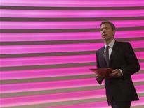 <p>Le président du directoire de Deutsche Telekom, Rene Obermann. Le groupe allemand maintient sa prévision annuelle après avoir publié dans la matinée un bénéfice courant inchangé qui reflète une stabilisation de ses activités européennes qui restent confrontées à un environnement stable. /Photo prise le 23 février 2012/REUTERS/Ina Fassbender</p>