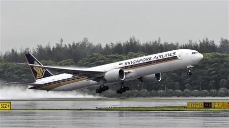 A Singapore Airlines (SIA) Boeing 777-300ER passenger jet takes off in the rain at Changi Airport in Singapore April 21, 2012. REUTERS/Tim Chong