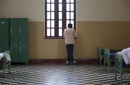 A patient looks through a window inside a psychiatric hospital in Lima, Peru July 22, 2011. REUTERS/Enrique Castro-Mendivil