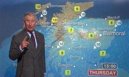 """<p>Les téléspectateurs de la BBC-Ecosse ont eu jeudi la surprise de découvrir en présentateur météo le prince Charles en personne. Le prince héritier de la couronne d'Angleterre et son épouse, la duchesse de Cornouailles, sont en visite actuellement en Ecosse dans le cadre de la """"Holyrood Week"""", semaine au cours de laquelle, chaque année, les représentants de la maison royale assistent à des événements culturels dans la région. /Image du 10 mai 2012/REUTERS/Pool</p>"""