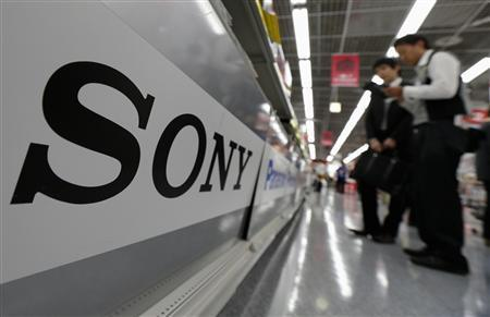 A Sony logo is seen as customers look at Sony's digital cameras at an electronic shop in Tokyo May 10, 2012. Shares in Japan's consumer electronics giant Sony Corp slipped quietly to a quarter century low this week, a sign of how the Walkman and PlayStation maker has lost its innovative edge and fallen far behind rivals Apple and Samsung Electronics. REUTERS/Kim Kyung-Hoon