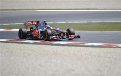 Piloto britânico da Fórmula 1 Jenson Button, da McLaren, durante segundo treino para o Grande Prêmio Espanhol no circuito de Catalunya em Montmeló. 11/05/2012 REUTERS/Felix Ordonez