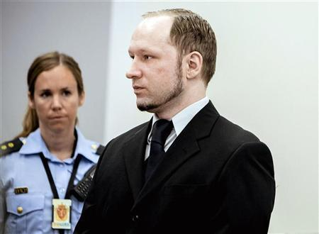 A police officer looks at far right mass killer Anders Behring Breivik (R) in court in Oslo May 10, 2012. REUTERS/Krister Sorbo/NTB Scanpix/Pool (NORWAY - Tags: CRIME LAW)