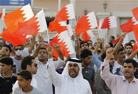 Anti-government protesters shout slogans while holding Bahraini flags during a protest outside Bahrain's leading opposition party Al Wefaq's headquarters in Manama May 9, 2012. REUTERS/Hamad I Mohammed