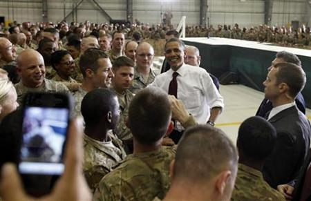 U.S. President Barack Obama greets troops at Bagram Air Base in Kabul May 2, 2012. REUTERS/Kevin Lamarque