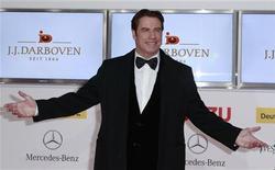 El actor de Hollywood John Travolta podría ser objeto de una demanda por agresión sexual por la que se reclaman dos millones de dólares, pero son pocas las posibilidades de que estas denuncias puedan arruinar su carrera, según dijo un experto en la imagen de personajes famosos. En la imagen, de 5 de febrero, el actor John Travolta. REUTERS/Thomas Peter