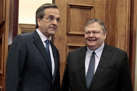 Leader of the Socialists PASOK party Evangelos Venizelos (R) meets leader of Conservatives New Democracy party Antonis Samaras in Athens May 11, 2012. REUTERS/Yorgos Karahalis