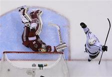 Los Angeles Kings' Dwight King (R) celebrates his second period goal on Phoenix Coyotes' goalie Mike Smith during Game 1 of the NHL Western Conference hockey finals in Glendale, Arizona May 13, 2012. REUTERS/Todd Korol