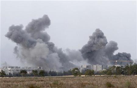 5月14日、国際人権団体「ヒューマン・ライツ・ウォッチ」は、リビアのカダフィ政権に対する軍事介入を昨年実施したNATOについて報告書を発表し、NATO軍の空爆による民間人の犠牲者が少なくとも72人に上ると指摘。シルト近郊で昨年10月撮影(2012年 ロイター/Anis Mili)