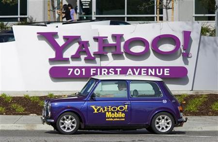 A man drives a Mini Cooper with a Yahoo! logo in front of Yahoo! headquarters in Sunnyvale, California, February 1, 2008. REUTERS/Kimberly White/files