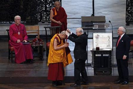 The Dalai Lama (L) is awarded the Templeton Prize during his first visit to St Paul's Cathedral in London May 14, 2012. REUTERS/Stefan Wermuth